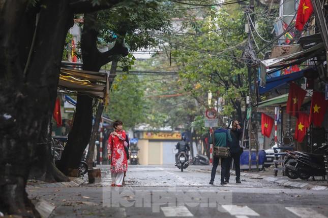 Sáng mùng 1 Tết bình yên ở Hà Nội ảnh 11