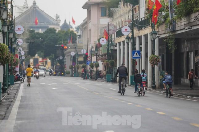 Sáng mùng 1 Tết bình yên ở Hà Nội ảnh 16