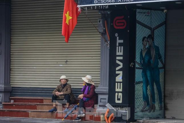 Sáng mùng 1 Tết bình yên ở Hà Nội ảnh 17