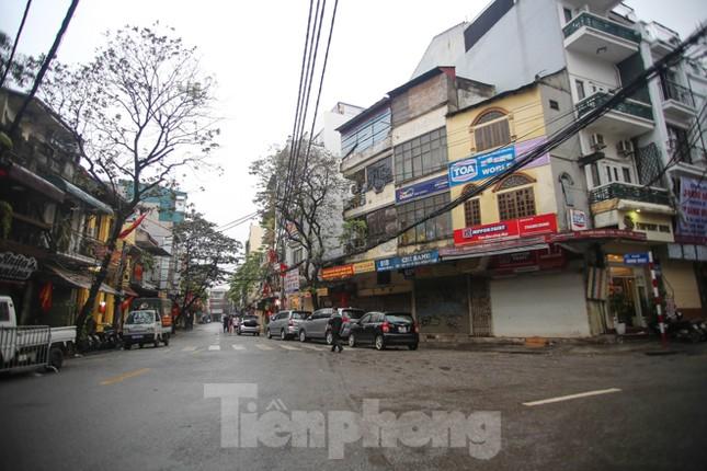 Sáng mùng 1 Tết bình yên ở Hà Nội ảnh 2
