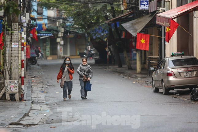 Sáng mùng 1 Tết bình yên ở Hà Nội ảnh 4