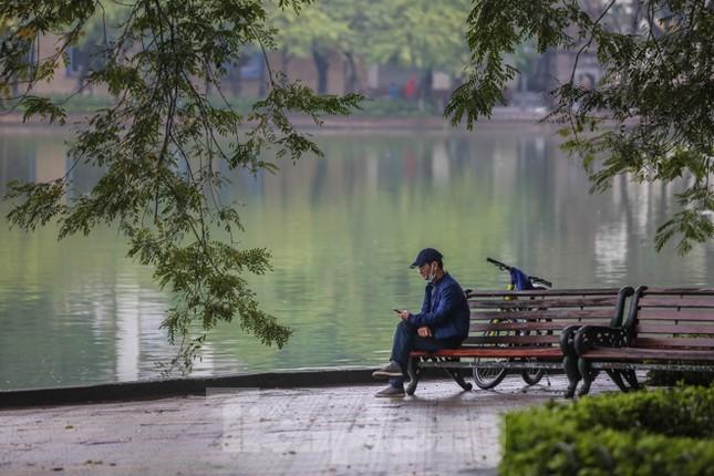 Sáng mùng 1 Tết bình yên ở Hà Nội ảnh 7
