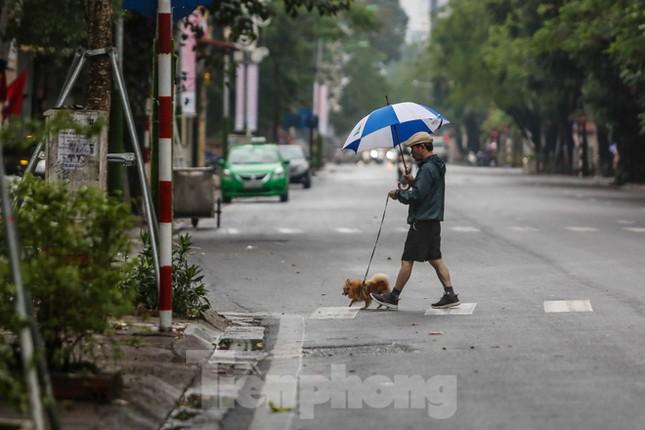 Sáng mùng 1 Tết bình yên ở Hà Nội ảnh 8