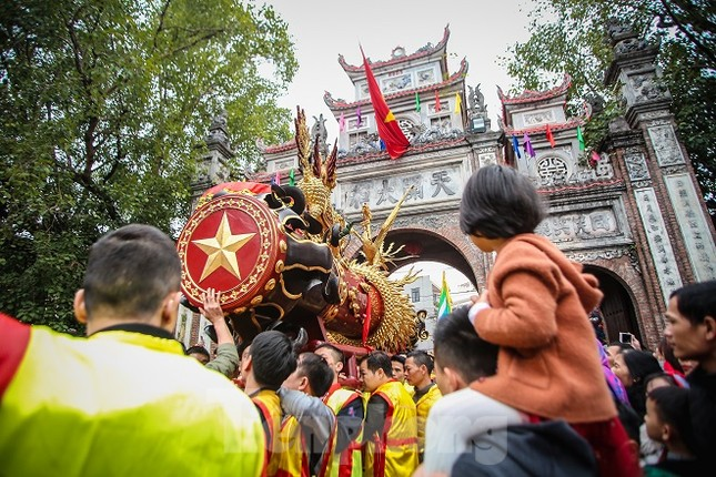 Cả trăm trai tráng Đồng Kỵ khoe sức mạnh, rước 2 'đại pháo' dài 6m ảnh 13