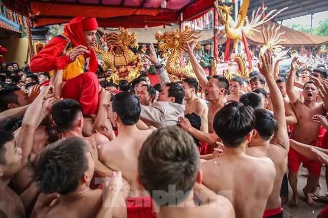 Cả trăm trai tráng Đồng Kỵ khoe sức mạnh, rước 2 'đại pháo' dài 6m ảnh 15