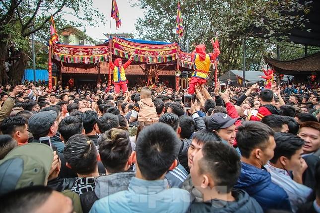 Cả trăm trai tráng Đồng Kỵ khoe sức mạnh, rước 2 'đại pháo' dài 6m ảnh 17