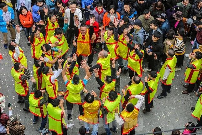 Cả trăm trai tráng Đồng Kỵ khoe sức mạnh, rước 2 'đại pháo' dài 6m ảnh 6