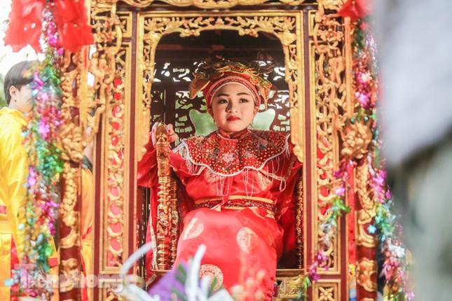 Sợ bị cướp tại hội Gióng, an ninh bảo vệ 'Tướng bà' 10 tuổi ảnh 2