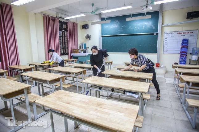 Trường học Hà Nội hối hả dọn vệ sinh, đón học sinh đi học trở lại ảnh 10