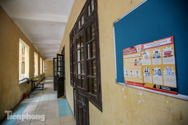 Trường học Hà Nội hối hả dọn vệ sinh, đón học sinh đi học trở lại ảnh 12