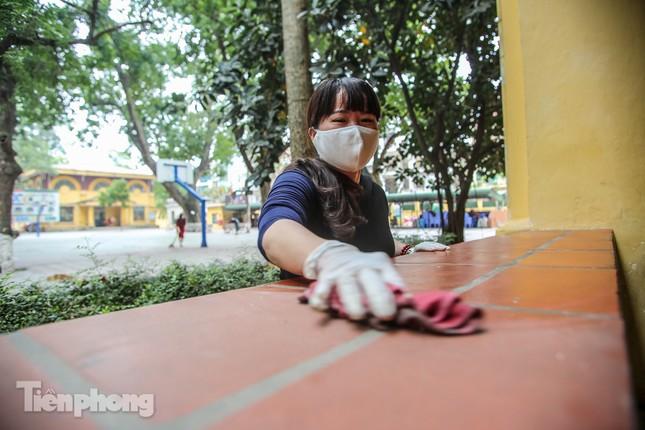Trường học Hà Nội hối hả dọn vệ sinh, đón học sinh đi học trở lại ảnh 8