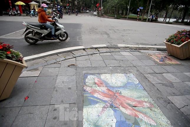 Bức tranh nghệ thuật trên nắp cống, hố ga ở Hà Nội ảnh 10