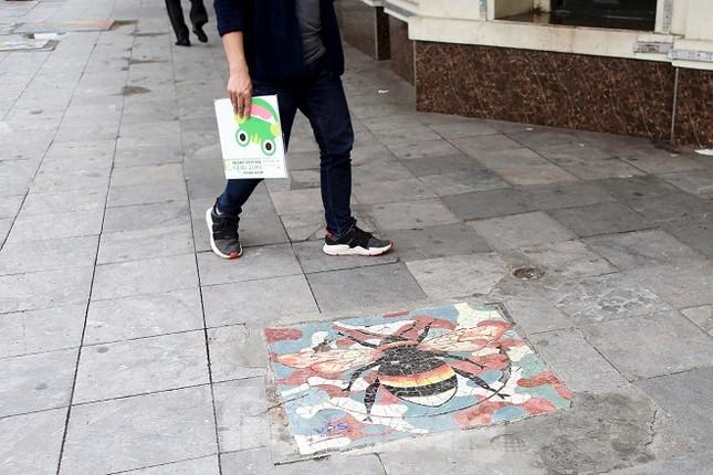 Bức tranh nghệ thuật trên nắp cống, hố ga ở Hà Nội ảnh 12