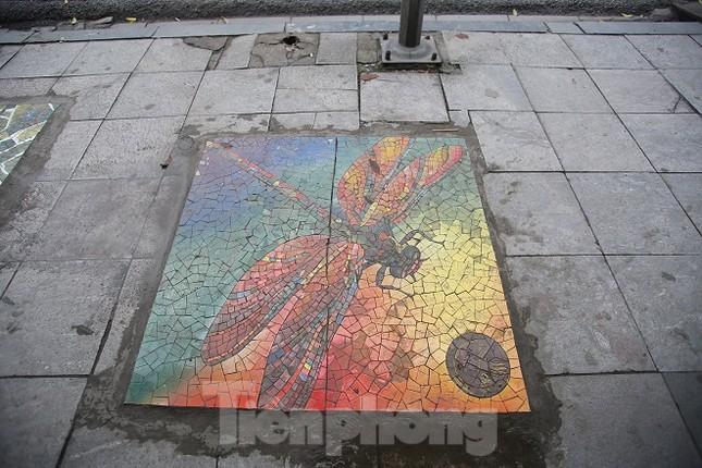 Bức tranh nghệ thuật trên nắp cống, hố ga ở Hà Nội ảnh 2