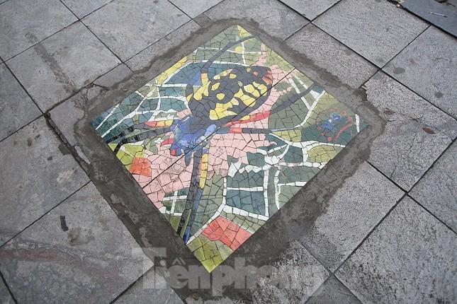 Bức tranh nghệ thuật trên nắp cống, hố ga ở Hà Nội ảnh 3
