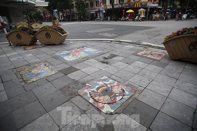 Bức tranh nghệ thuật trên nắp cống, hố ga ở Hà Nội ảnh 5