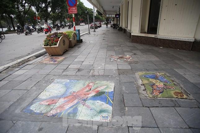 Bức tranh nghệ thuật trên nắp cống, hố ga ở Hà Nội ảnh 9