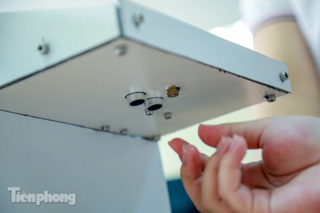 Phòng Covid-19, sinh viên Bách Khoa chế thành công máy rửa tay diệt khuẩn tự động ảnh 5