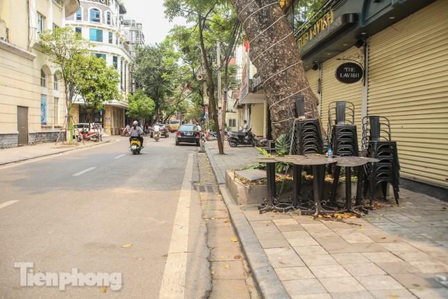 Hàng loạt quán cà phê đất 'vàng' Hà Nội tạm thời đóng cửa ảnh 10