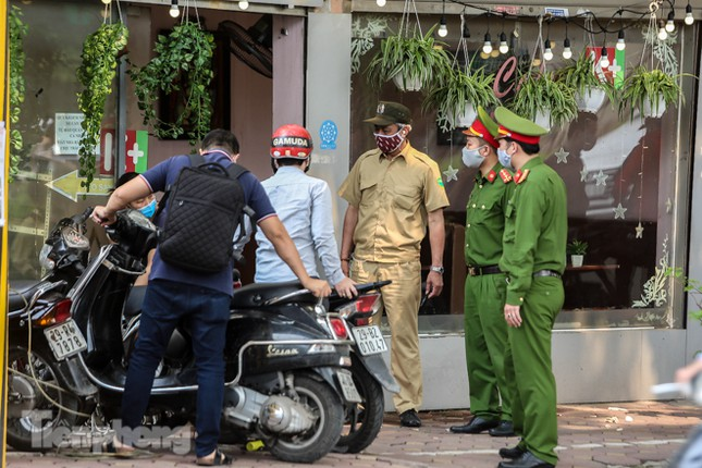 Hàng loạt quán cà phê đất 'vàng' Hà Nội tạm thời đóng cửa ảnh 12