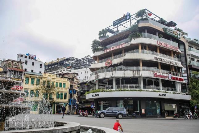 Hàng loạt quán cà phê đất 'vàng' Hà Nội tạm thời đóng cửa ảnh 1