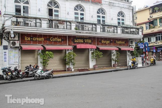 Hàng loạt quán cà phê đất 'vàng' Hà Nội tạm thời đóng cửa ảnh 2