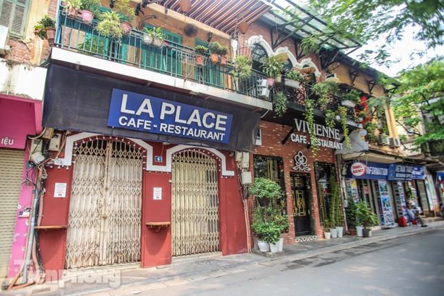 Hàng loạt quán cà phê đất 'vàng' Hà Nội tạm thời đóng cửa ảnh 4