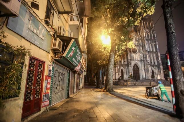 Phố phường Hà Nội 'ngủ đông' giữa dịch COVID-19 ảnh 5