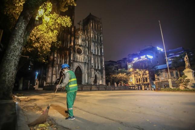 Phố phường Hà Nội 'ngủ đông' giữa dịch COVID-19 ảnh 6