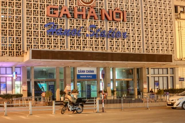 Phố phường Hà Nội 'ngủ đông' giữa dịch COVID-19 ảnh 9