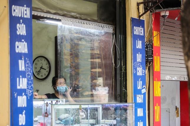 Sau cà phê, nhà hàng... phố nghề kim hoàn dọn quầy, đóng cửa tránh COVID-19 ảnh 10
