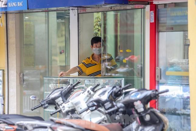 Sau cà phê, nhà hàng... phố nghề kim hoàn dọn quầy, đóng cửa tránh COVID-19 ảnh 4