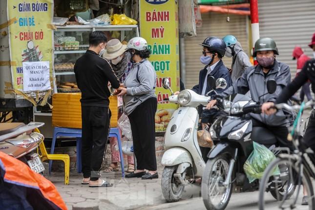 Hà Nội trước giờ 'cách ly toàn xã hội' ảnh 2