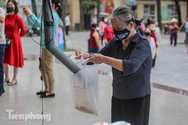 Cây 'ATM gạo' miễn phí cho người nghèo đầu tiên tại Hà Nội ảnh 13