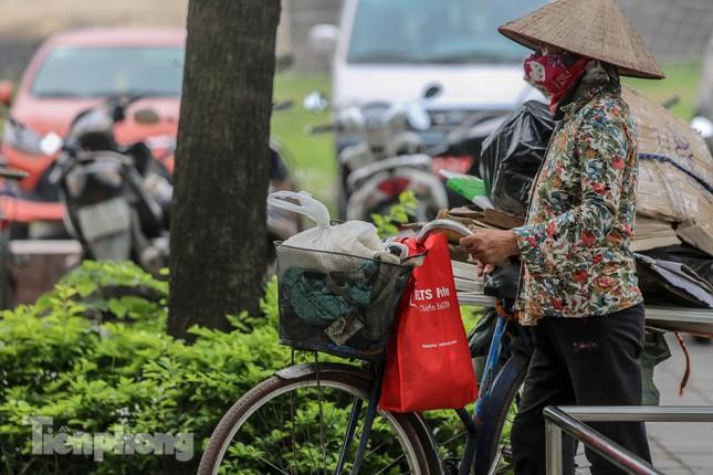 Cây 'ATM gạo' miễn phí cho người nghèo đầu tiên tại Hà Nội ảnh 14