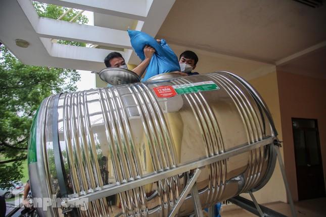Cây 'ATM gạo' miễn phí cho người nghèo đầu tiên tại Hà Nội ảnh 16