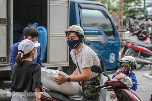 Cây 'ATM gạo' miễn phí cho người nghèo đầu tiên tại Hà Nội ảnh 17