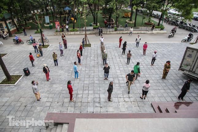 Cây 'ATM gạo' miễn phí cho người nghèo đầu tiên tại Hà Nội ảnh 1