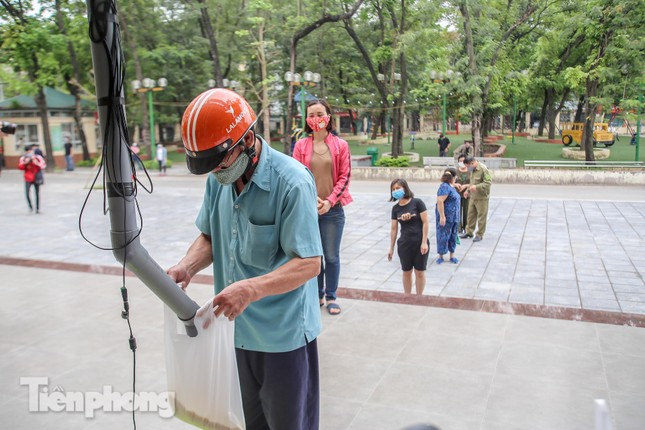 Cây 'ATM gạo' miễn phí cho người nghèo đầu tiên tại Hà Nội ảnh 6