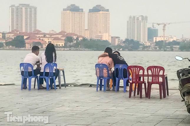 'Ngập' hàng quán vỉa hè xung quanh hồ Tây bất chấp lệnh cấm ảnh 6
