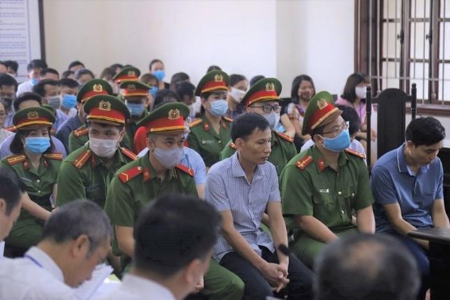 Gian lận điểm thi ở Hòa Bình, cựu Trưởng phòng An ninh nhận 6 năm tù ảnh 1
