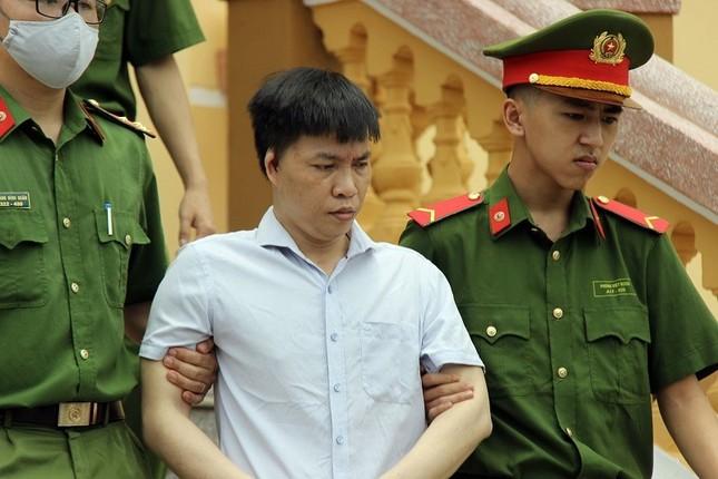 Gian lận điểm thi ở Hòa Bình, cựu Trưởng phòng An ninh nhận 6 năm tù ảnh 2