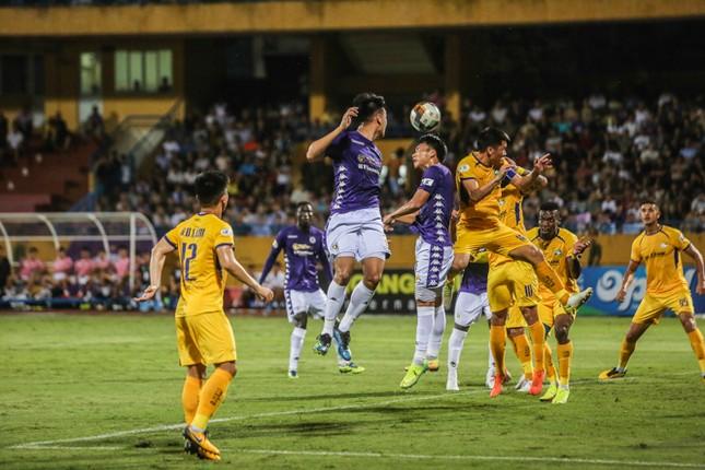 Nén đau vào sân, Quang Hải không 'giải cứu' được Hà Nội FC ảnh 10