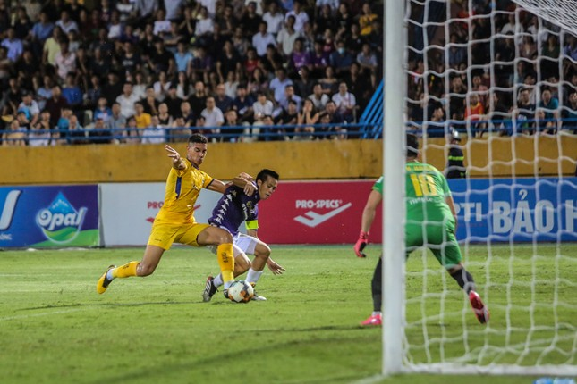 Nén đau vào sân, Quang Hải không 'giải cứu' được Hà Nội FC ảnh 12
