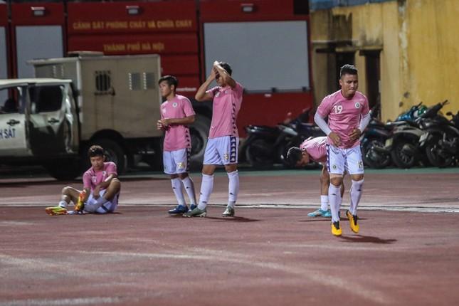 Nén đau vào sân, Quang Hải không 'giải cứu' được Hà Nội FC ảnh 3