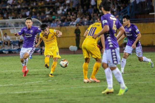 Nén đau vào sân, Quang Hải không 'giải cứu' được Hà Nội FC ảnh 7