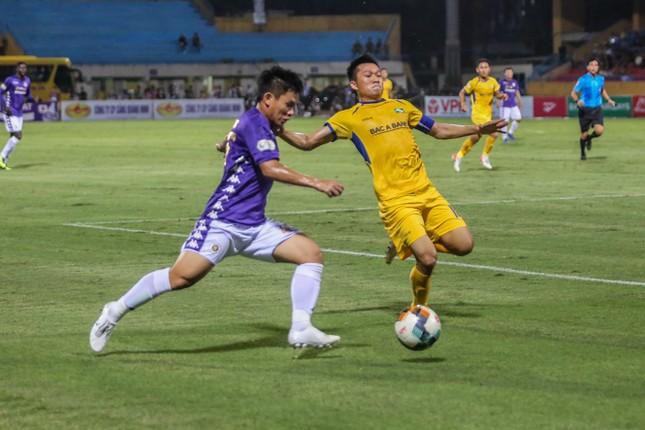 Nén đau vào sân, Quang Hải không 'giải cứu' được Hà Nội FC ảnh 9