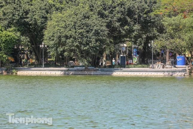 Diện mạo Hồ Gươm ra sao sau khi kè bê tông trường tồn, lát đá hoa cương? ảnh 1