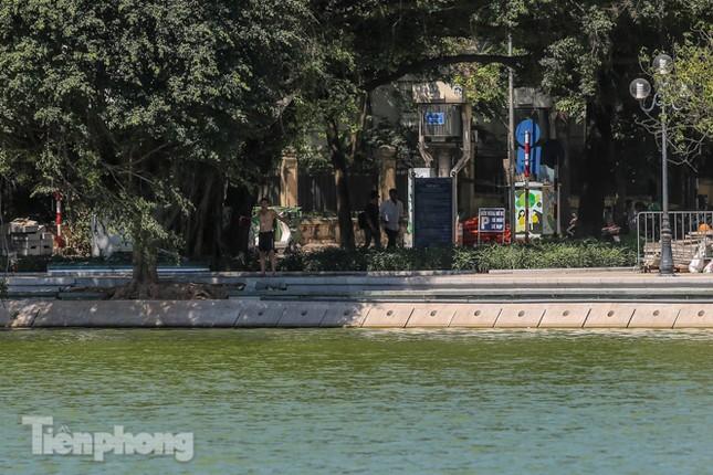 Diện mạo Hồ Gươm ra sao sau khi kè bê tông trường tồn, lát đá hoa cương? ảnh 2