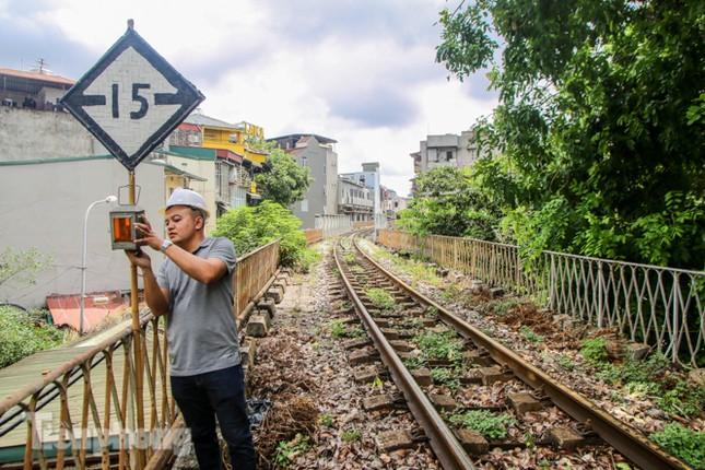 Bắt đầu đục thông tiếp 5 vòm cầu đá 'trăm tuổi' trên phố Phùng Hưng ảnh 9